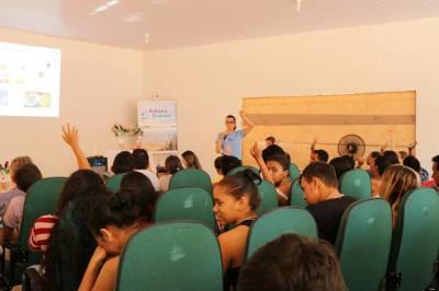 Participantes durante palestra com foco em saúde