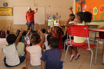 Com atividades recreativas, pequenos se divertem durante Educa Sanear