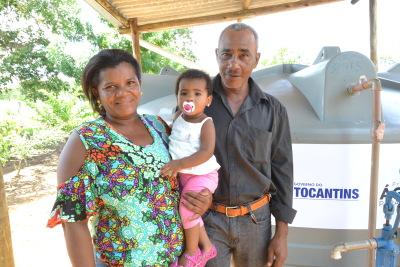 Família de Conceição do Tocantins comemora instalação de cisterna em sua propriedade