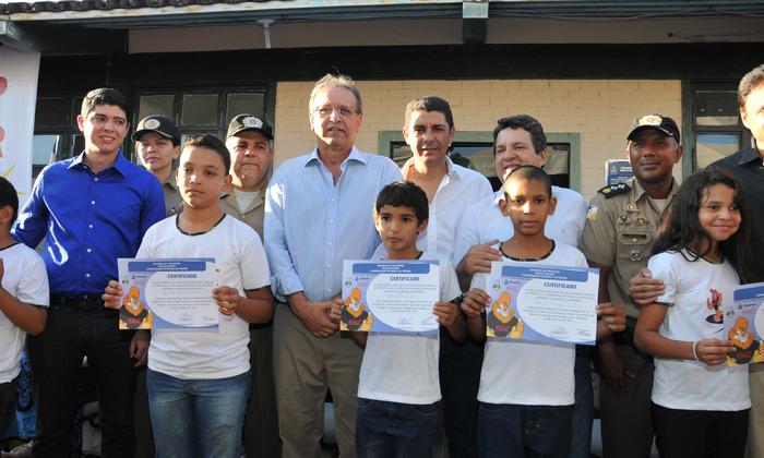Marcelo Miranda prestigiou, nesta quinta-feira, 17, em Paraíso do Tocantins, a solenidade de certificação dos formandos do curso do Programa Educacional de Resistência às Drogas e à Violência (Proerd)