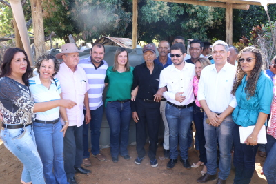 Autoridades visitam propriedade beneficiada com cisterna em Dianópolis