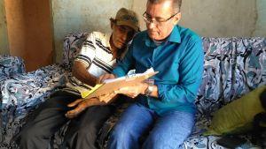Diretor da TerraPalmas colhe assinatura a rogo do aposentado José Barbosa_300.jpg
