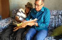Diretor da TerraPalmas colhe assinatura a rogo do aposentado José Barbosa