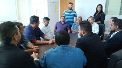 Prefeito, padre Florisvane, participa de reunião realizada na sede da ATS em Palmas