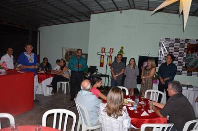 A noite de autógrafos reuniu amigos e leitores do autor no mesanino do Bar e Restaurante Maresias, em Porto Nacional