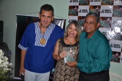 A superintende Noraney com o escritor (à direta) e o secretário de Turismo e Cultura de Porto Nacional