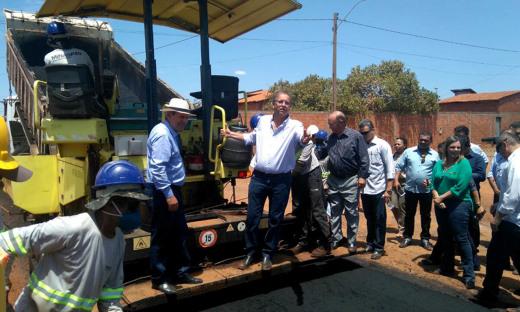 Marcelo Miranda também vistoriou as obras de pavimentação dos setores Araguaína Sul e Maracanã, em Araguaína