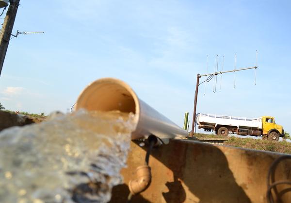 Até o final do período de estiagem, serão investidos aproximadamente R$ 3 milhões na operação emergencial com caminhões-pipa
