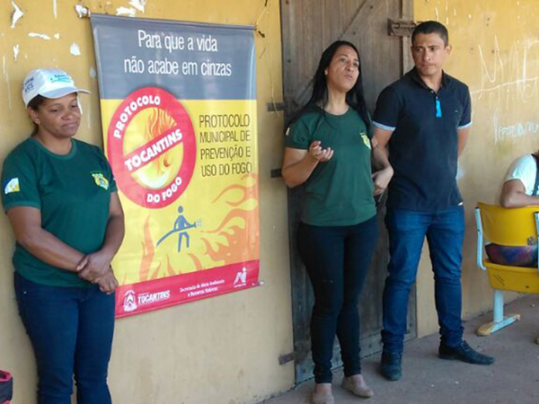 Equipe de Educação Ambiental do Instituto ministra palestras que tratam de questões relacionadas às queimadas e a outros assuntos ambientais