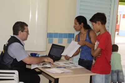Moradores são atendidos pelo Projeto Acredito, na Arse 122, em Palmas - foto - Luiz Henrique Machado.JPG