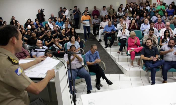 Cerca de 200 pessoas participaram da audiência