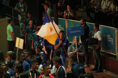Delegação tocantinense entrando no ginásio