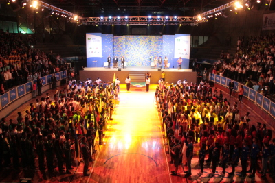 Prestigiaram a abertura atletas representantes de todos os estados que participam da etapa 12 a 14 anos dos Jogos