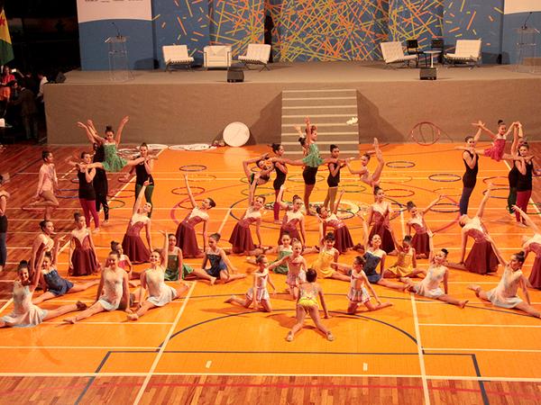 Durante a solenidade de abertura, o grupo de ginástica rítmica Get Flex, de Curitiba, apresentou uma série de coreografias que animou a plateia