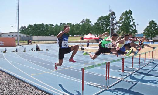 O tocantinense Dayvid Guimarães salta a barreira para conquistar a 3ª colocação e se classificar para as semifinais