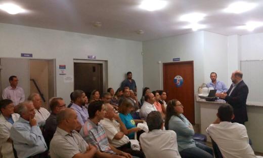 Secretário Marcos Musafir informou a situação do hospital e ouviu os servidores da unidade