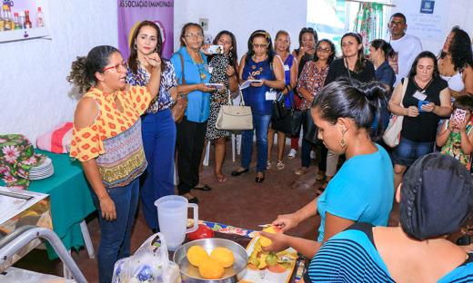 Na cozinha do projeto Elas, representantes atentos às ideias de sucesso