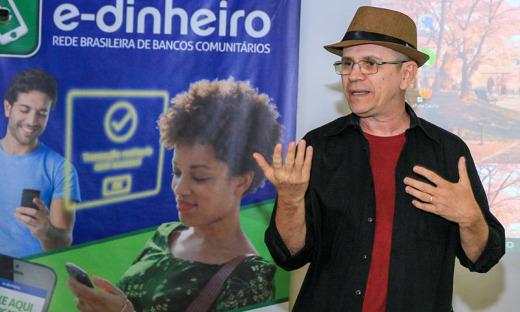 O fundador do banco, Joaquim Melo durante palestra à comitiva do Tocantins