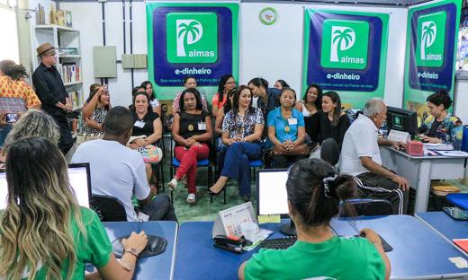 Comitiva na recepção do Banco Palmas, em Fortaleza (CE)