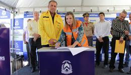 A governadora em exercício Claudia Lelis e o ministro interino do Meio Ambiente, Marcelo Cruz, assinaram um termo de cooperação técnica entre o Estado e a União para combate às queimadas no Tocantins