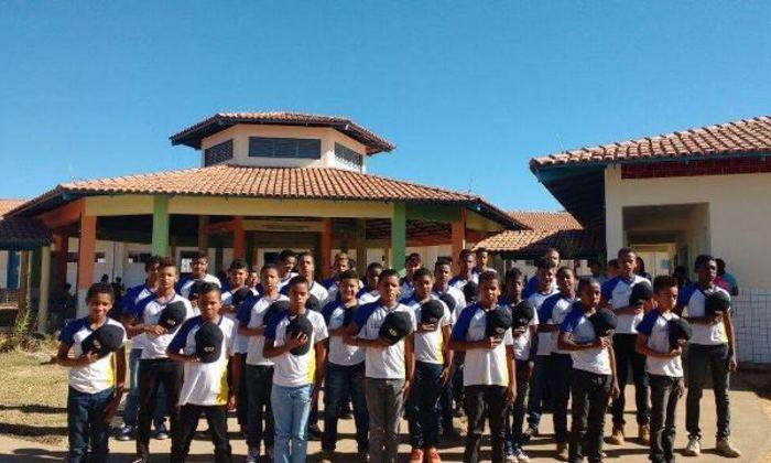Apresentação de alunos emociona policiais militares de Dianópolis
