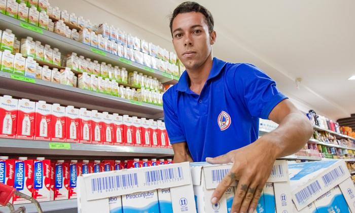 Leandro Pereira, 22 anos, é uma das pessoas com deficiência empregadas pela Lei de Cotas