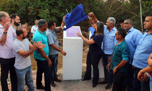 A ponte sobre o Rio Curica, em Rio dos Bois, zona rural da Cidade, e mais 16 obras foram entregues na tarde desta sexta-feira, 6, pela vice-governadora, Claudia Lelis