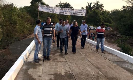 Ao inaugurar a ponte, Claudia Lelis ressaltou que é preciso dar estrutura para que o produtor rural possa escoar sua produção e, assim, promover o desenvolvimento da cidade e do Estado