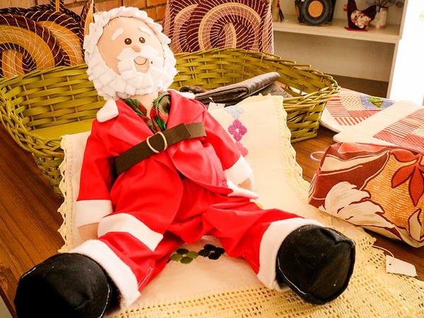 Boneco de papai Noel já pode ser encontrado na lojinha