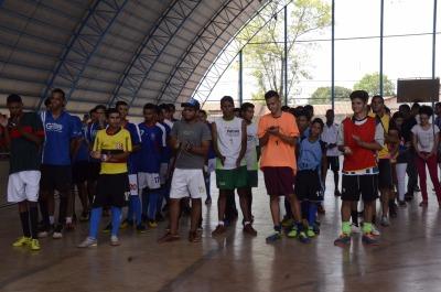 Jogos de futsal na quadra do Colégio São José.