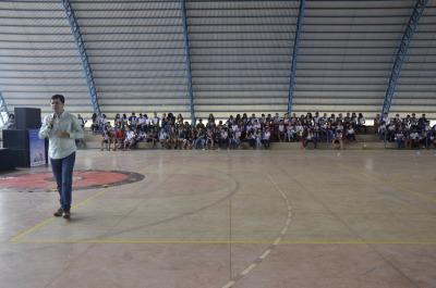 Superintendente Junior Américo conversou com os jovens sobre as ações do Projeto AcrediTO na comunidade.