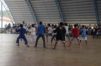 Apresentação de Karatê dos alunos da escola São José.