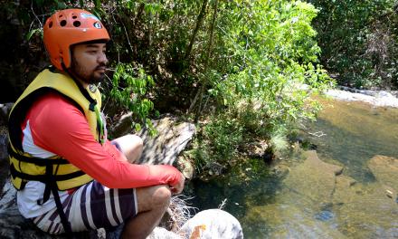O empresário Hiro Isogai é proprietário do local onde se realiza um trecking aquático conhecido como 17 travessias, idealizado por ele