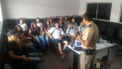 Alunos de Ensino Médio visitam Batalhão da PM em Gurupi_400.jpg