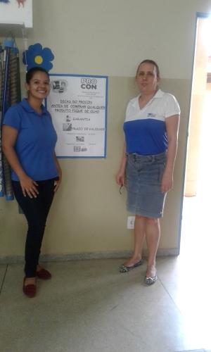As servidora Rita de Cássia Pires e Thayla Lorrana Fernandes integrantes do Departamento da Educação para o Consumo de Porto Nacional