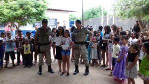 Momento da leitura da poesia em Augustinópolis_300.jpg