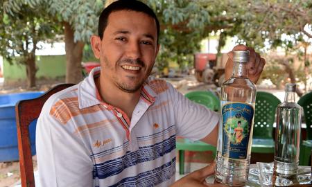 De acordo com Aílton Palmeira de Souza, diretor financeiro da Coopercato, o primeiro lote de vendas da Dama dos Azuis chega a 600 garrafas, comercializadas inicialmente a R$ 25 a unidade