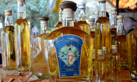 A Dama dos Azuis, primeira cachaça produzida em cooperativa, se prepara para ganhar mercado regional e nacional