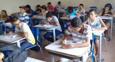 Estudantes da Escola Estadual Dona Cândida de Freitas, de Divinópolis