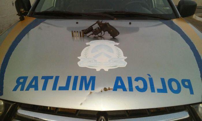 Revólver e munições apreendidos pela PM em Alvorada.jpeg