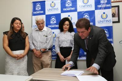 Secretário Geral da OAB-TO,  Maurobráulio Rodrigues, durante assinatura do acordo - por Ademir dos Anjos.JPG