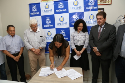 1.2 Reitora da Unitins Suely Cabral durante Assinatura acordo - por Ademir dos Anjos.JPG