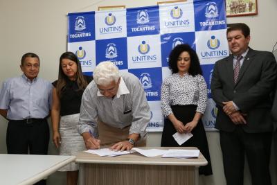 1.3 Superintendente do Procon-TO duirante Assinatura do acordo - por Ademir dos Anjos.JPG