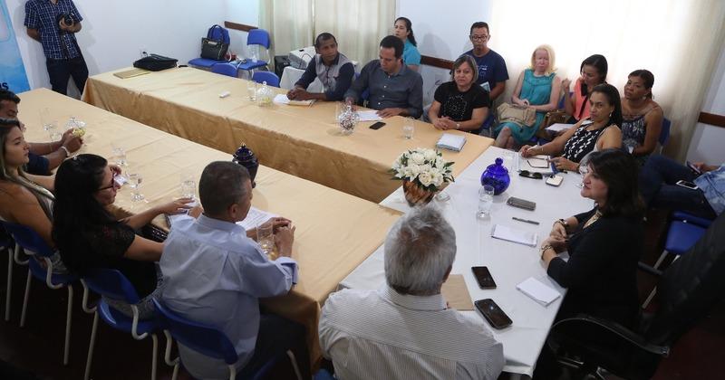 Entre as pautas de discussão, programas e projetos em parceria entre Estado e município