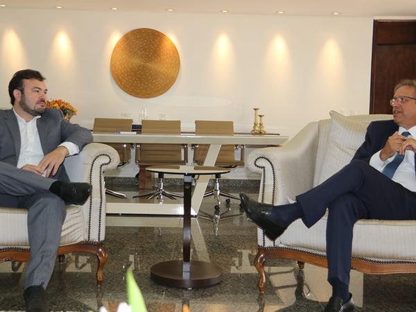 Governador discute a regularização fundiária no Tocantins com consultor das Nações Unidas