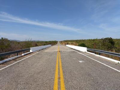 Ponte sobre o rio Albano, TO-387 trecho Paranã  São Salvador limpa e pintada