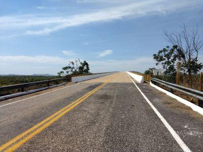 Ponte sobre o rio Tocantins, TO-387, no município de São Salvador, limpa e pintada