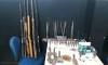 Foram apreendidas seis armas de fogo longas, várias munições, trabucos (tipo de arma caseira) e artefatos para fabricação de trabucos