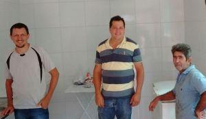 Com apoio do Ruraltins, o produtor Antônio Silvestre (D) realizou o sonho de ter seu abatedouro de frango implantado