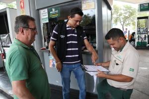 Fiscais do ProconTO durante fiscalização na Capital - Admir dos Anjos.JPG